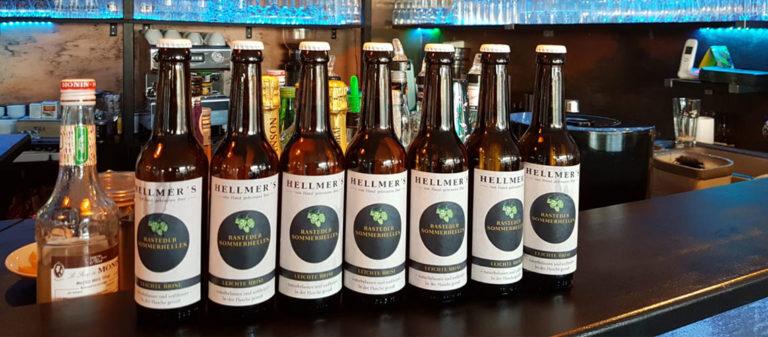 Bierflaschen von der Brauerei Hellmer